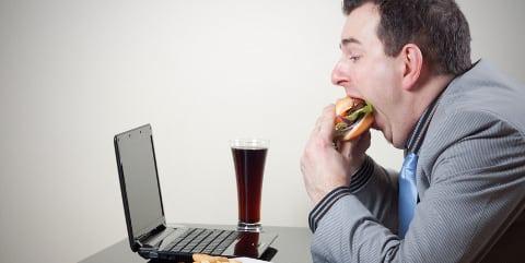 Umfrage: Deutsche Arbeitnehmer klagen über Gewichtszunahme