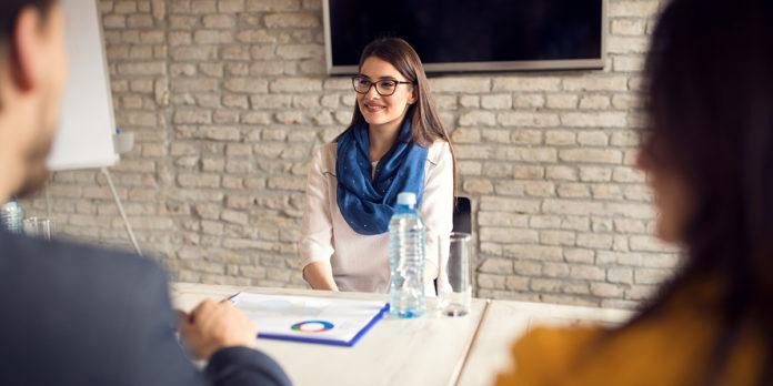 Ihr Recht im Job: Wann Sie im Bewerbungsgespräch lügen dürfen